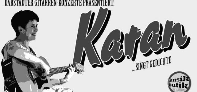 Karan singt in der Musik Butik in Darstadt